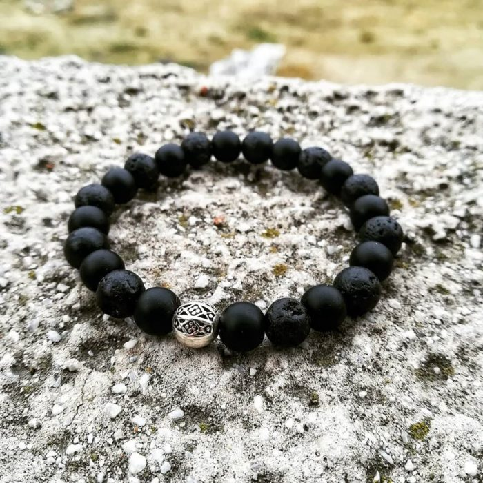bracelet with onyx, lava beads and metallic element