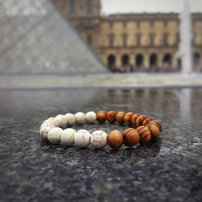 bracelet with white howlite and oak wood beads