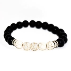 bracelet with white howlite, black onyx beads and metallic elements