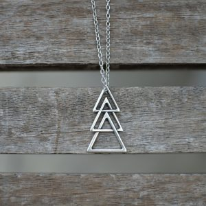 THE TRIANGLES CHAIN NECKLACE