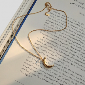 THE SELENE NECKLACE